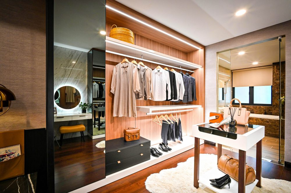 Jak urządzić garderobę, aby była praktyczna i łatwa w utrzymaniu porządku?