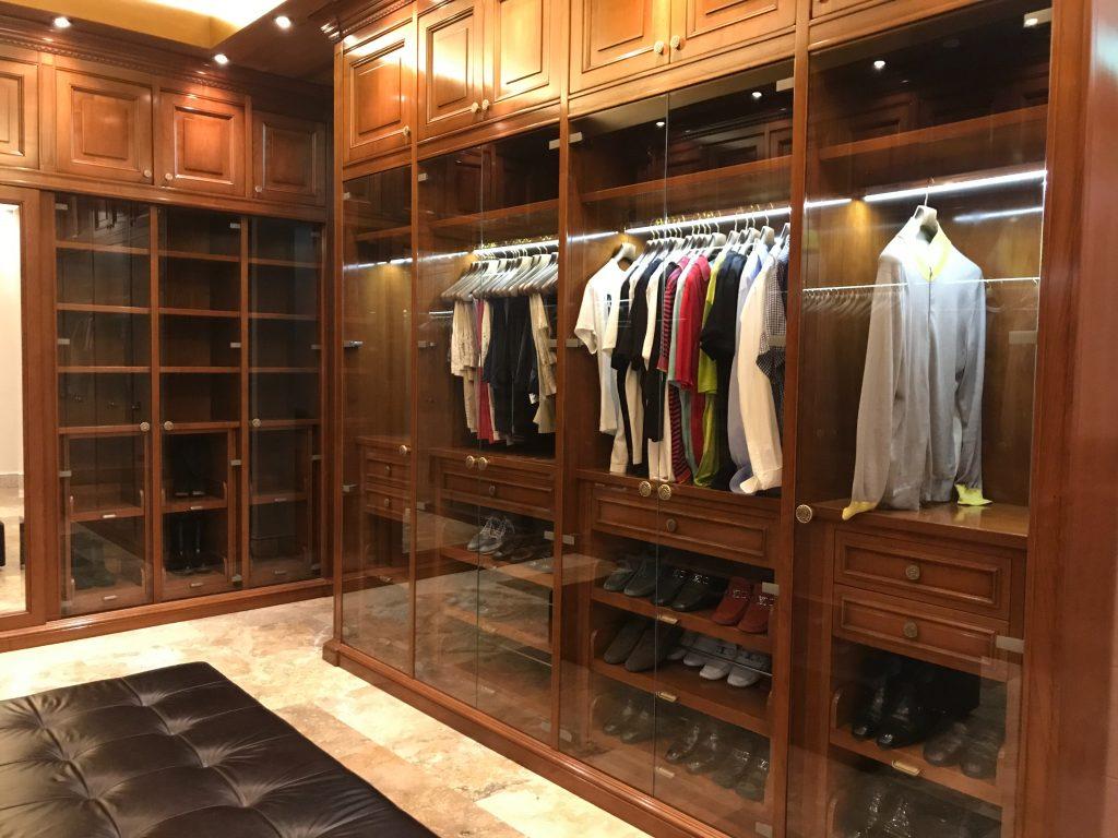 przechowywanie ubrań, jak urządzić garderobę