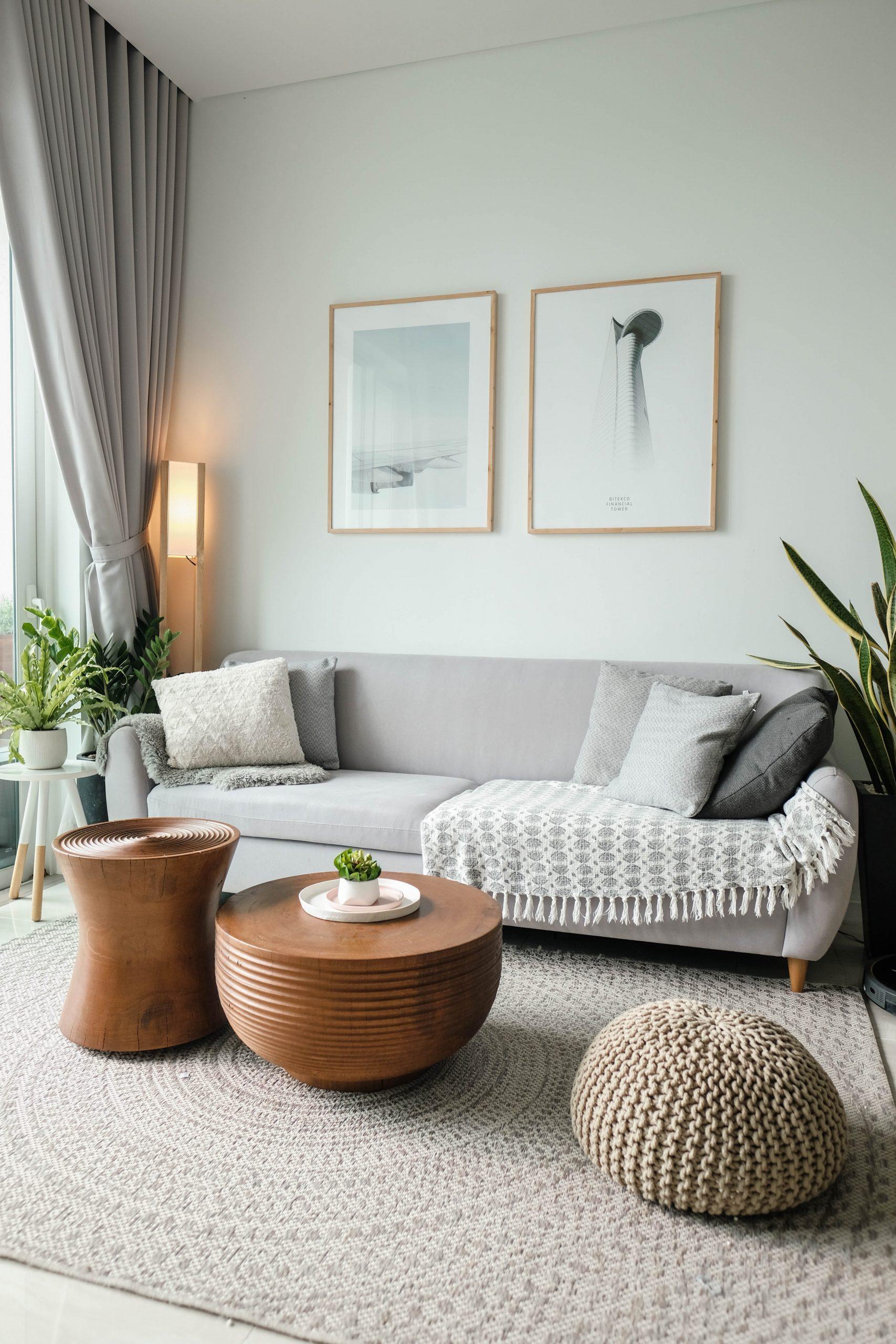 pleciony dywan w salonie