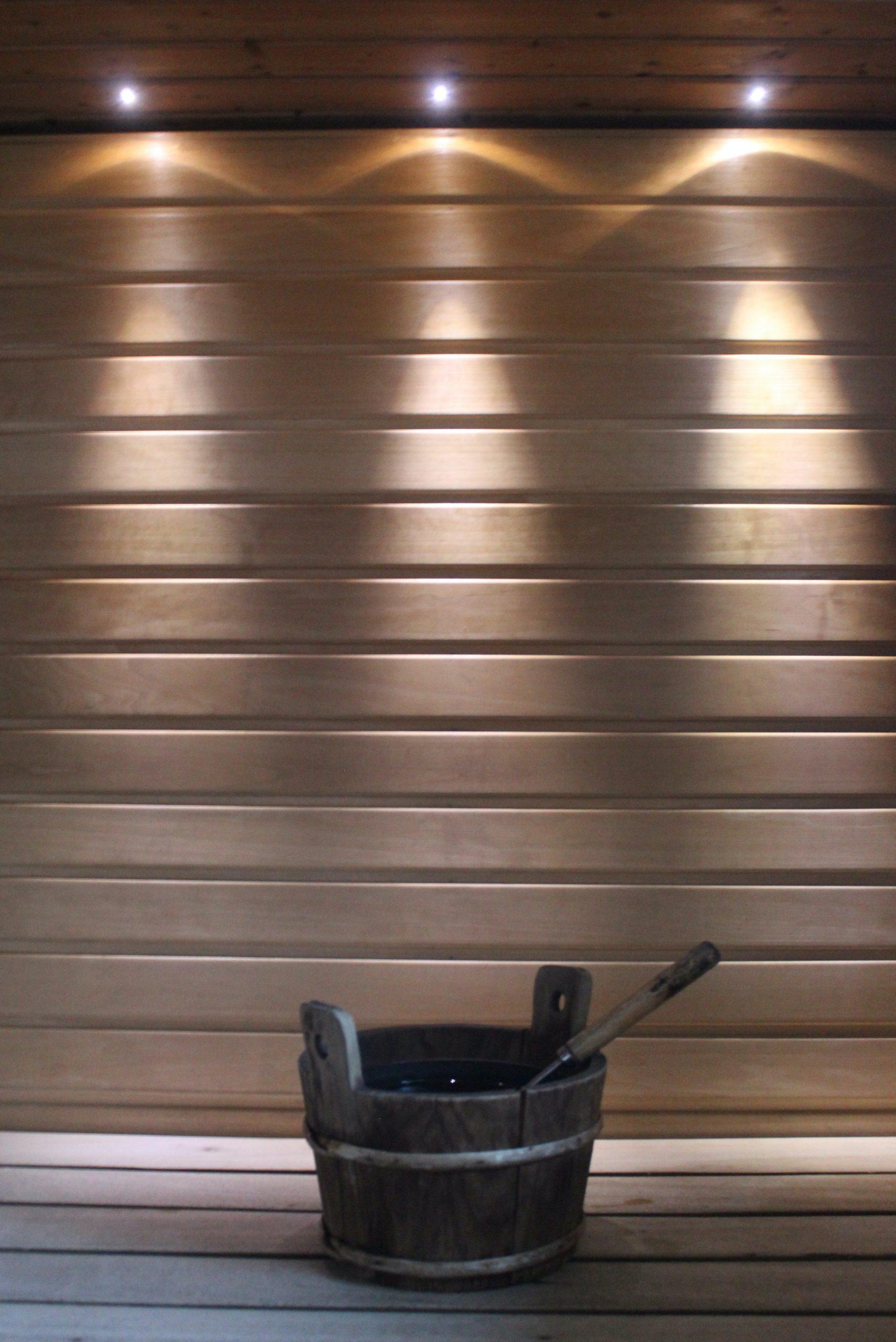 Wiadro z wodą do sauny