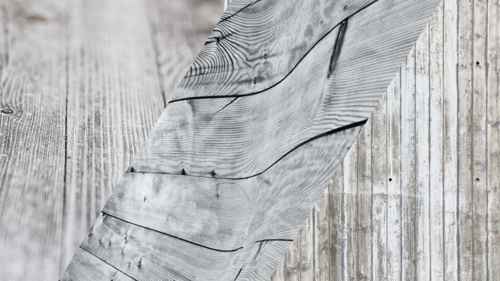 Podłogi z szarego drewna