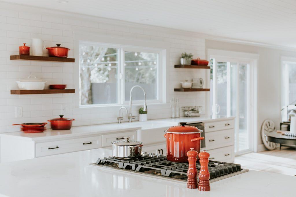 Roboty kuchenny i garnki nieprzywierające