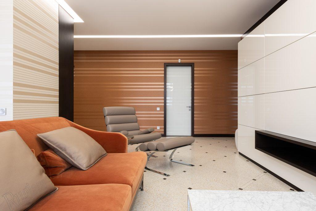 Nowoczesne , futurystyczne mieszkanie - designerski fotel