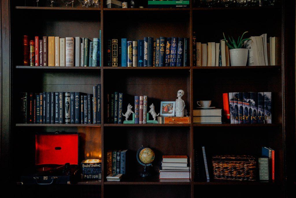 kącik czytelniczy - dodatki, dekoracje i bibeloty