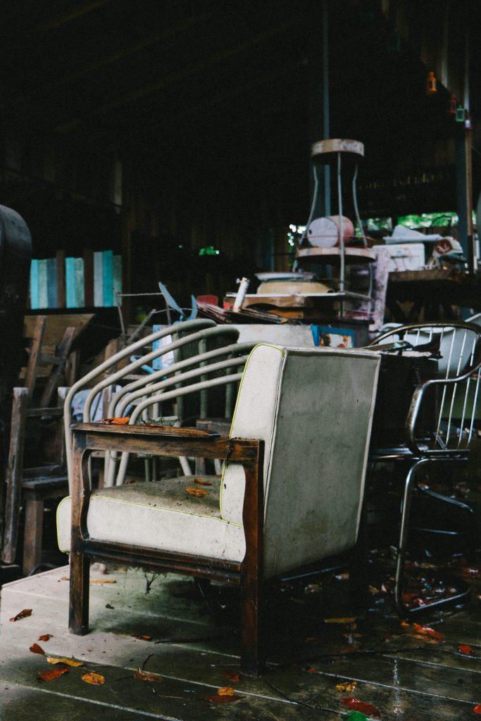 Fotel vintage na pchlim targu