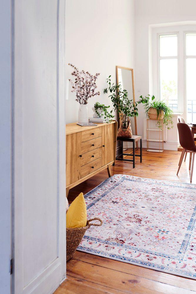 Aranżacje salonu – jak stworzyć luźną i zarazem luksusową przestrzeń wypoczynkową?