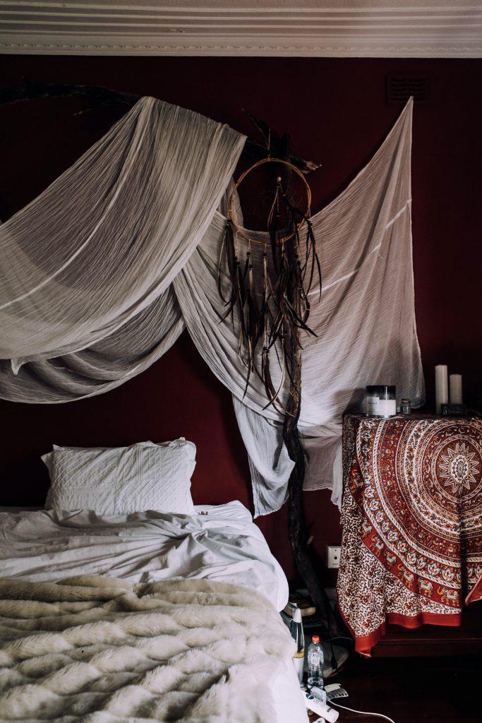 Aranżacja sypialni - dodatki i dekoracje boho