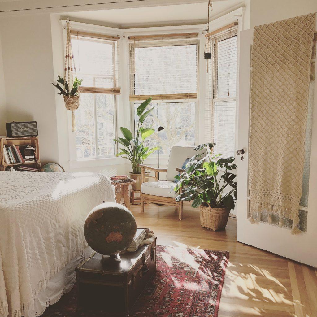Sypialnia boho - charakterystyczne dodatki i dekoracje