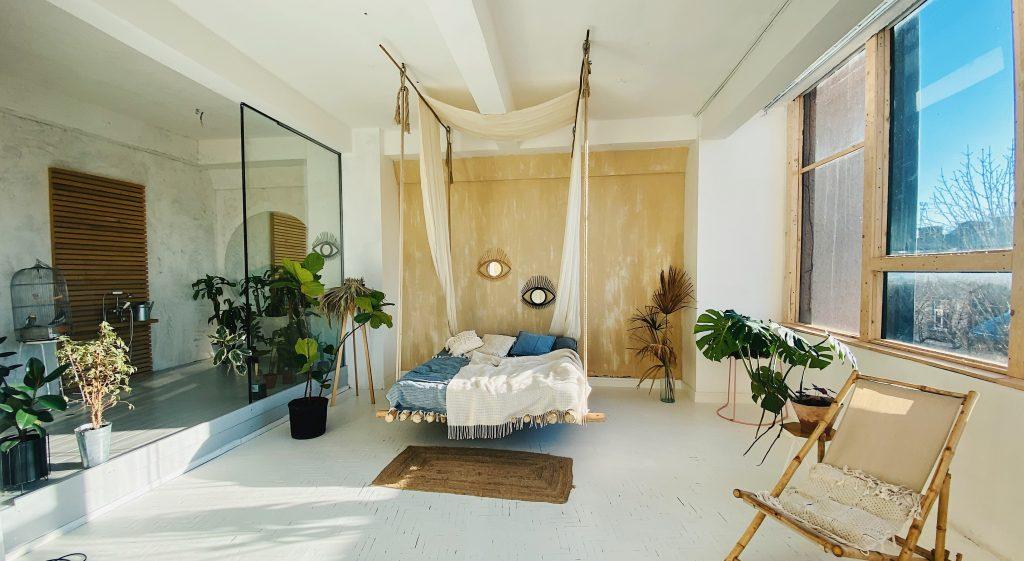Sypialnia w stylu boho - akcenty kolonialne / afrykańskie