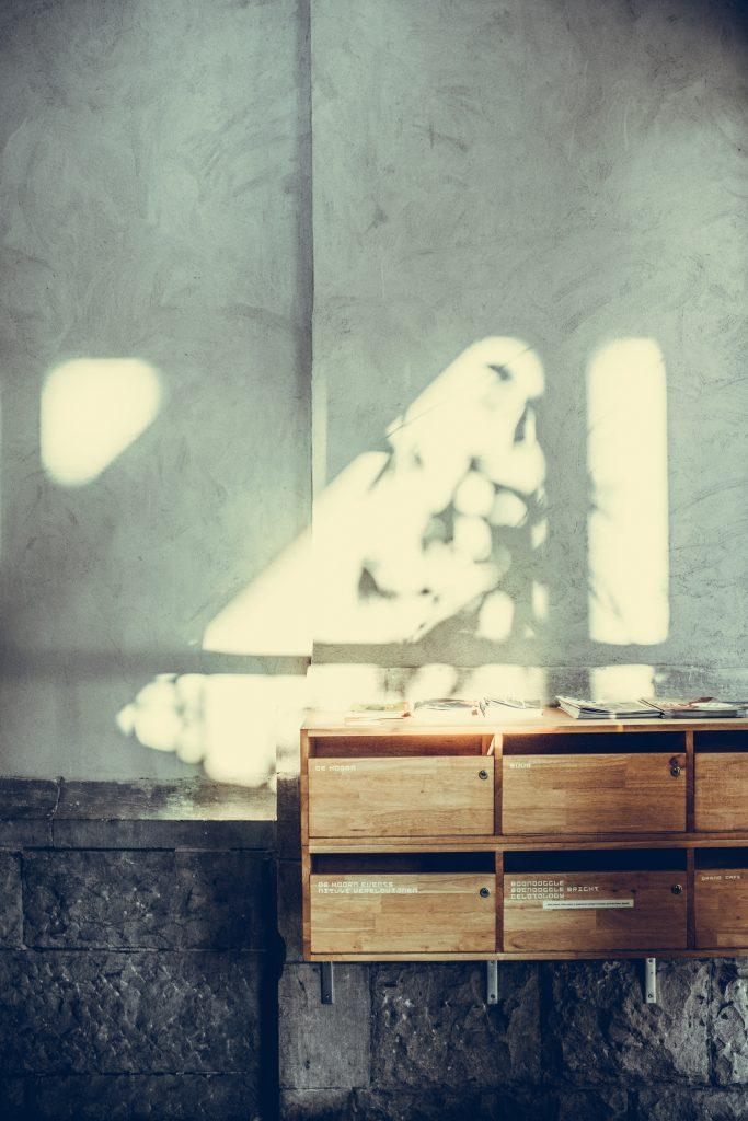 Brutalizm - oświetlenie