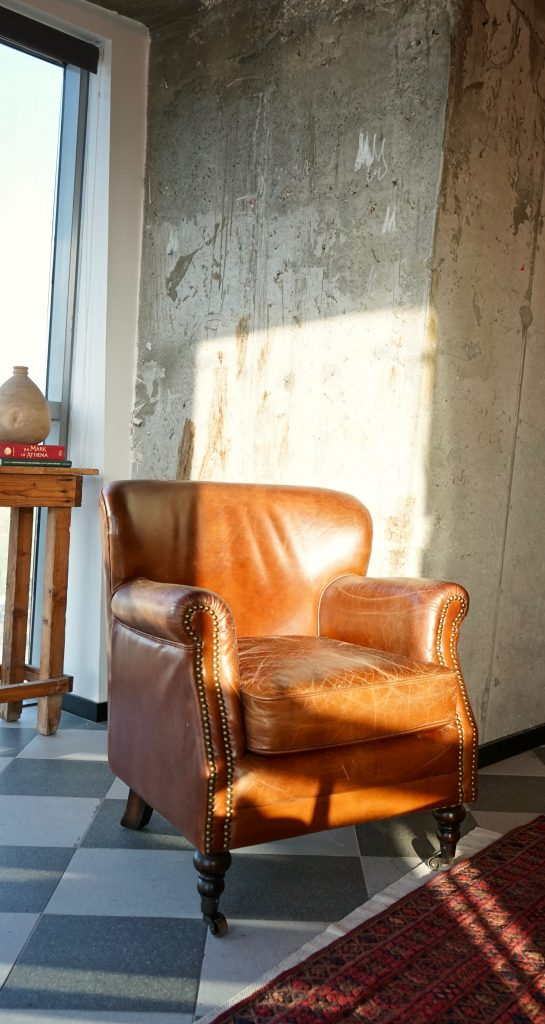 Fotel tapicerowany skóra naturalną