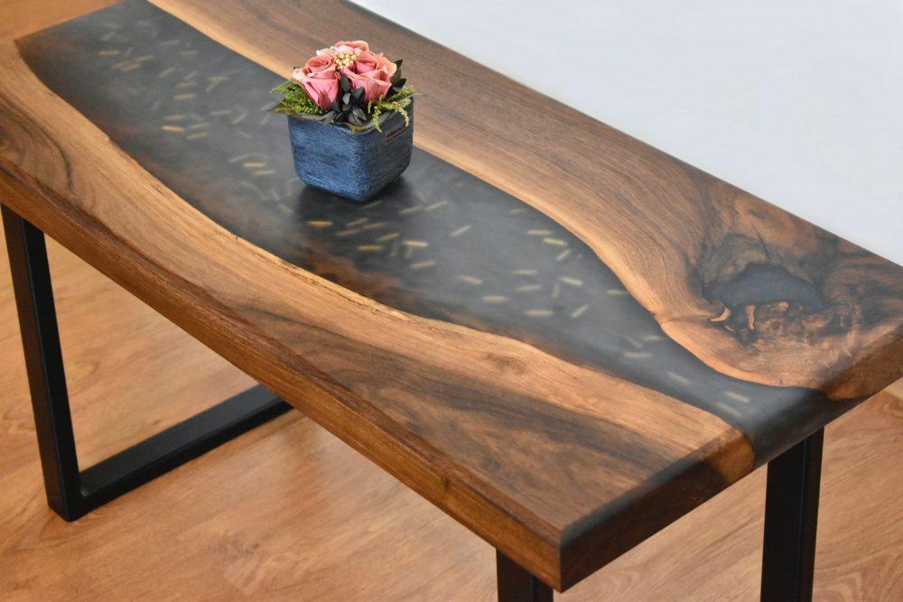 Żywica epoksydowa – sztuka tworzenia niebanalnych mebli z drewna, cz. I
